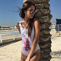 Слитный купальник Секси девушка