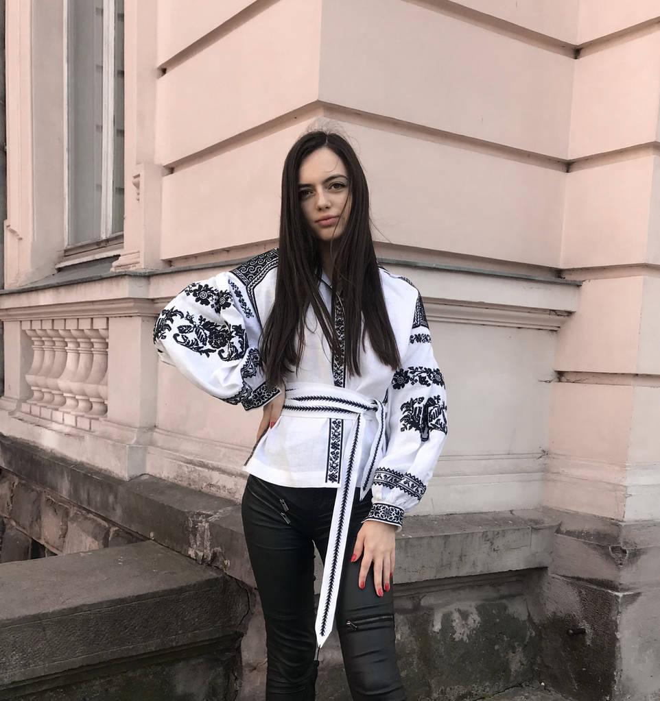 Чорно-біла вишивана блуза жіноча  продажа f5bfda77dd9e7