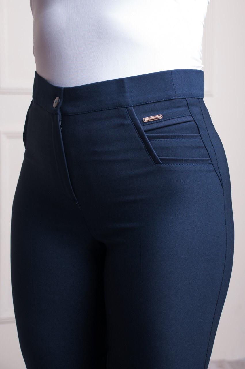 Классические женские брюки синего цвета