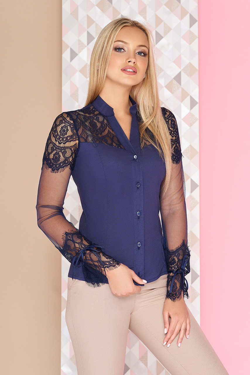 Нарядная блузка с гипюром синяя