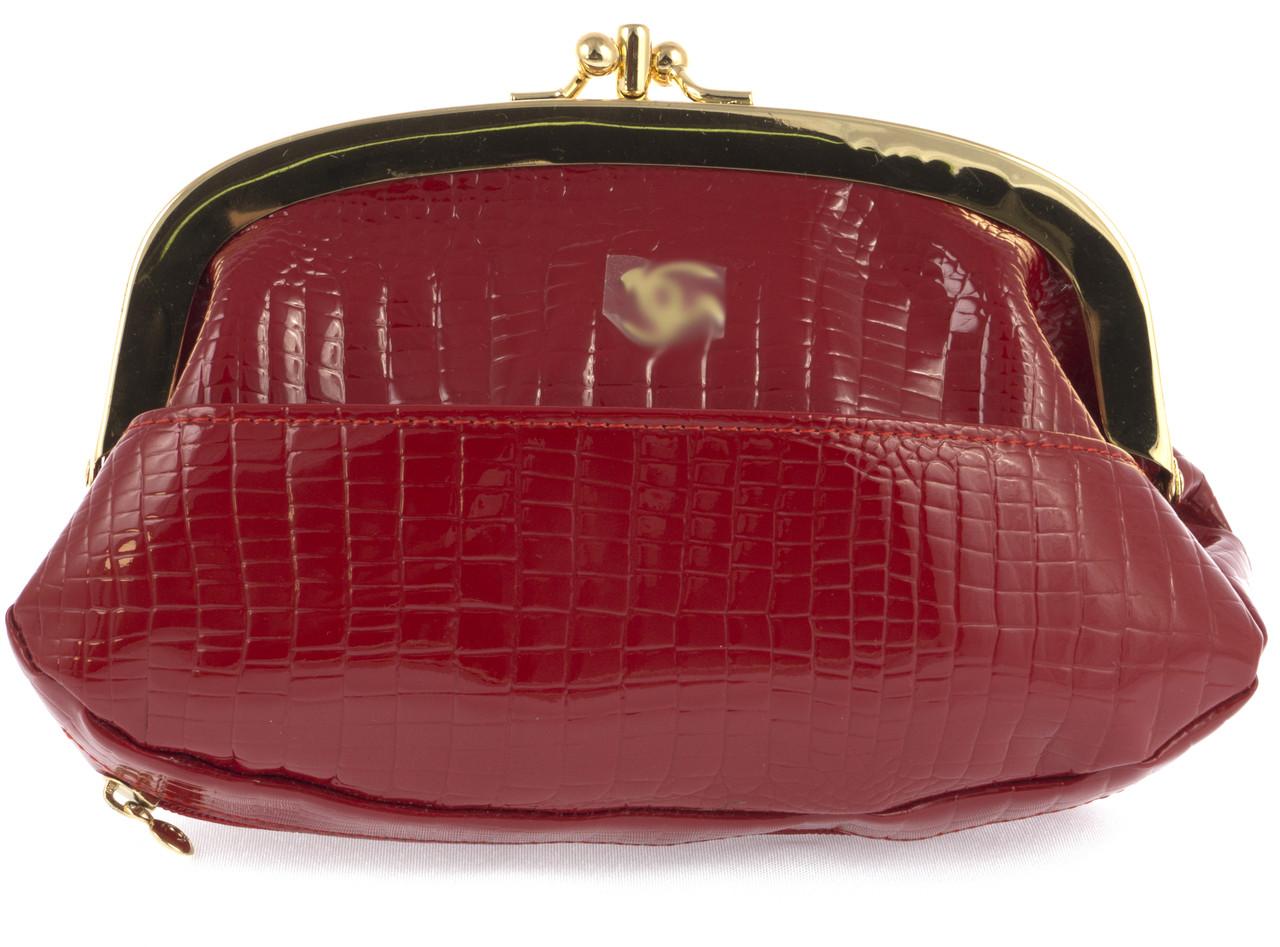 Женская элитная лаковая кожаная косметичка на поцелуях art. B9031 красная