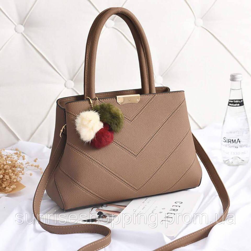 14ee31987f5a Стильная женская сумка кофейного цвета с декоративным брелком ...
