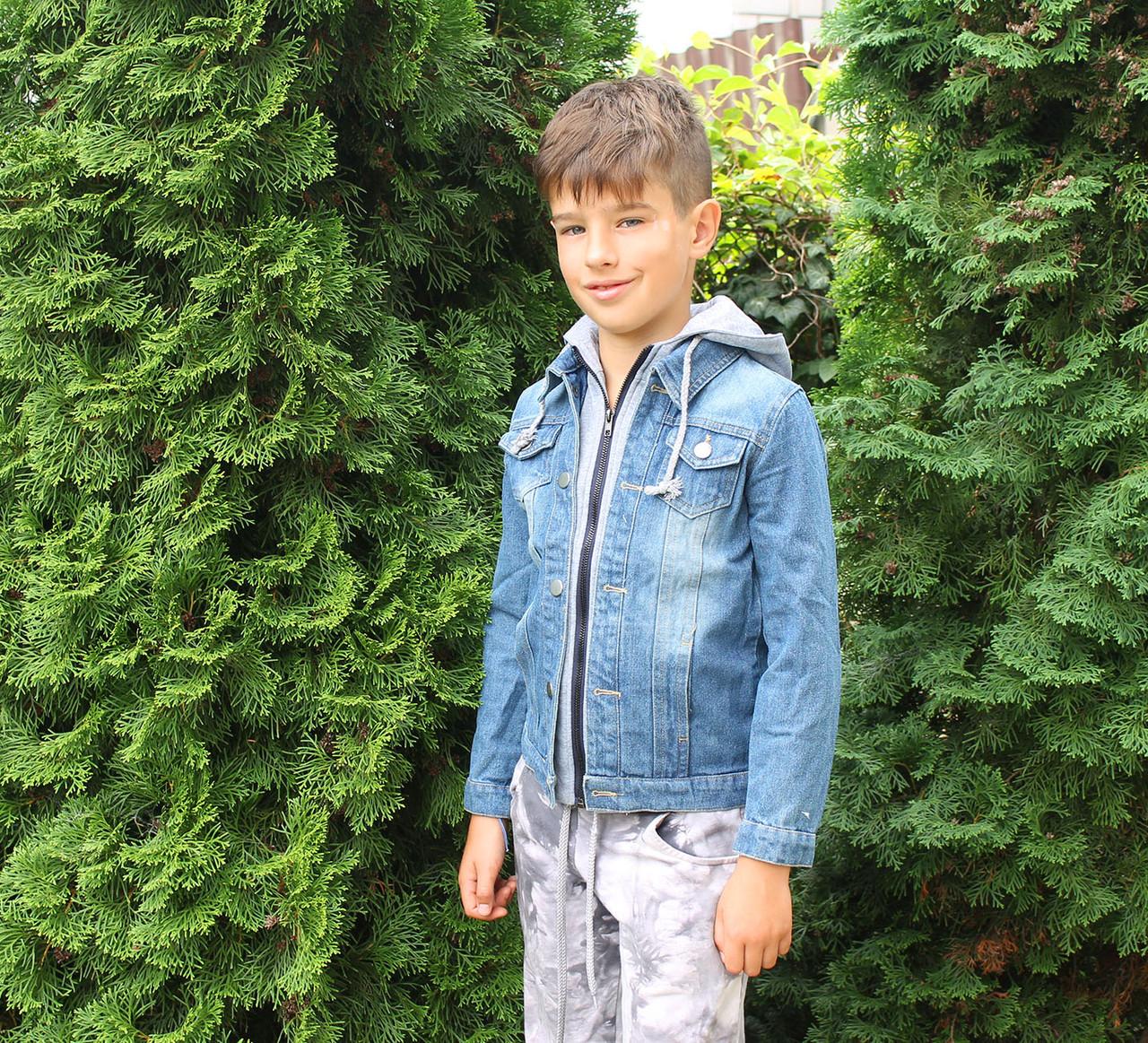 Джинсовая куртка для мальчика с трикотажным капюшоном