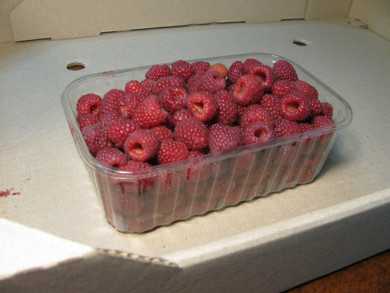 Пластиковый контейнер для малины на 500. г. ягоды