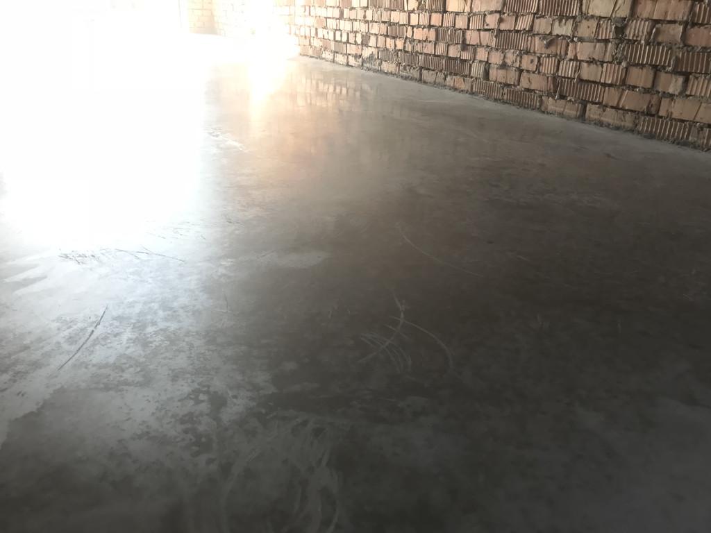 Вид только что зашлифованного бетона на утро.