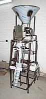 Упаковочный полуавтомат (Упаковщик) с весовым электронным дозатором.