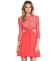 Красивое красное женское платье