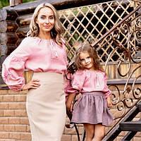 Комплект вышиванок для мамы и дочки из натуральной ткани с вышитыми розами, фото 1