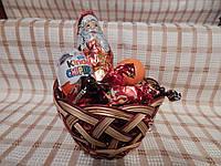 Подарочная круглая корзинка из лозы