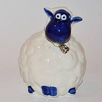 Фарфоровая овечка белая с колокольчиком.