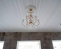Драпировка потолка белой тканью в складку