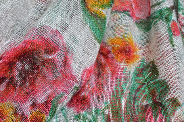Цветочный белый льняной шарф фото 2
