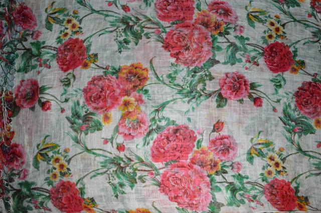 Цветочный белый льняной шарф фото 3
