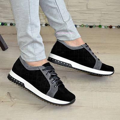 Женские замшевые туфли черного цвета со вставками серой замши