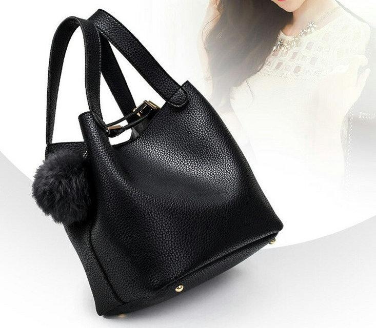 Женская сумка черная с помпоном средних размеров Черный