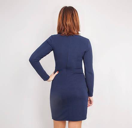 Модное дешевое трикотажное платье синего цвета, с украшением на горловине, фото 2