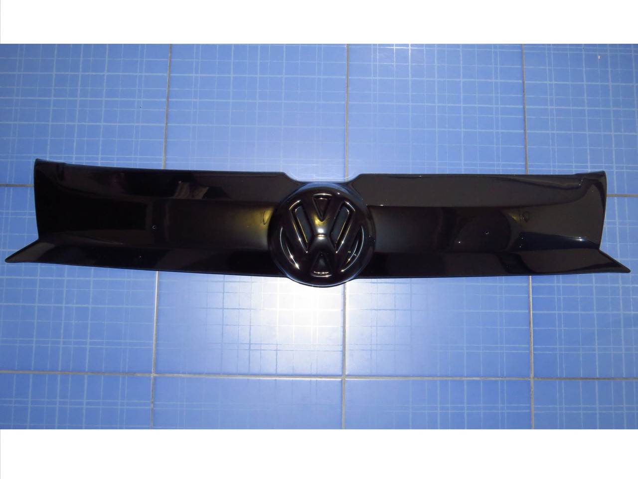 Заглушка решётки радиатора Фольксваген Т5+ верх с 2010 глянец Fly. Утеплитель решётки Volkswagen T5+