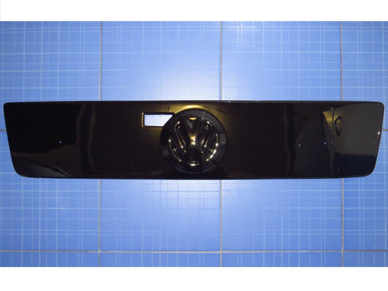Зимняя заглушка решётки радиатора Фольксваген ЛТ35 верх  с 1998 глянец Fly. Утеплитель решётки Volkswagen LT35