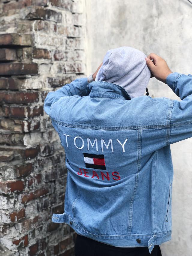 Джинсовая куртка Tommy Hilfiger (Хилфигер) светло-синяя  продажа ... b769d51811090