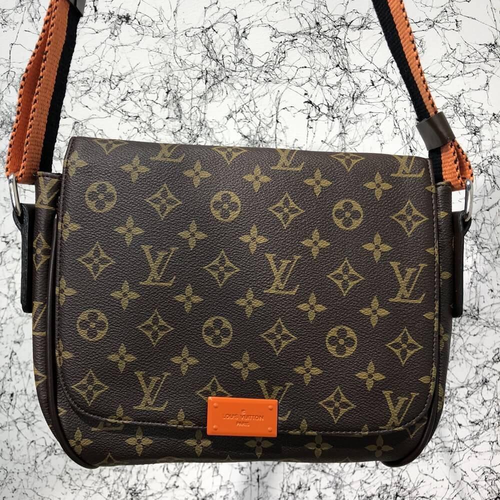 Мужская сумкаLouis Vuitton District MM Monogram, Копия