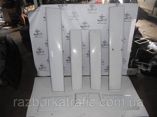 Накладка двери белая (листва, молдинг) комплект на Renault Trafic, Opel Vivaro, Nissan Primastar
