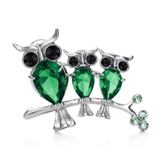 Стильна жіноча брошка три сови на гілочки зелені камені (цирконій)