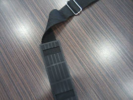 Удобная, регулирующаяся по длине ручка через плечо.