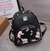 Женский рюкзак черный с цветочным принтом и шипами