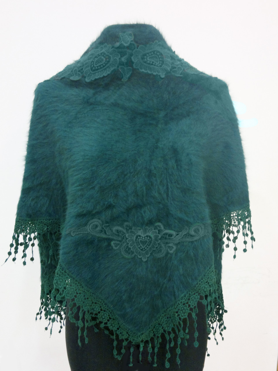 Косынка ангоровая с вышивкой