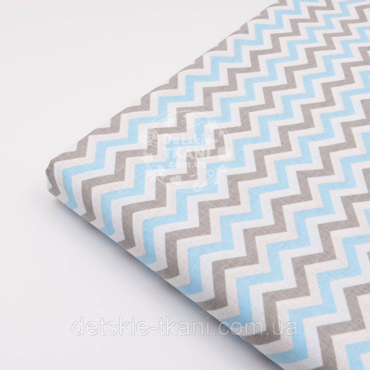 Лоскут ткани №1049  с густым зигзагом серо-голубого цвета, размер 58*83 см