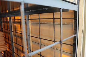 Так выглядит подвальное помещение балкона изнутри. Здесь легко можно хранить инструменты, домашние консервации, лыжи, санки и другие вещи, которые мешают в повседневной жизни.