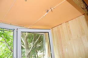 Деревянная вагонка отлично будет смотреться на любом балконе, придаст ему атмосферу тепла и уюта.