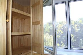 И встроенный вместительный шкаф с другой.