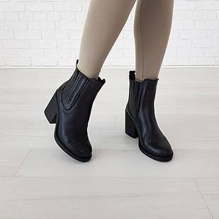 Кожаные ботинки Woman's heel 38-39 для женщин черные на широком устойчивом каблуке