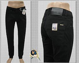 Джинсы мужские зауженные однотонного чёрного цвета на манжете-резинке 32 размер