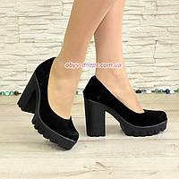 Женские черные замшевые туфли на высоком каблуке, декорированы стразами, фото 1