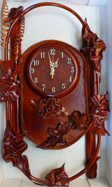 Настенные кожаные часы