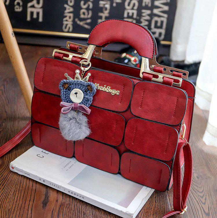 930c85a9d570 Большая женская сумка Mei&ge с металлическими ручками и брелком красная -  PrettyLady.com.ua