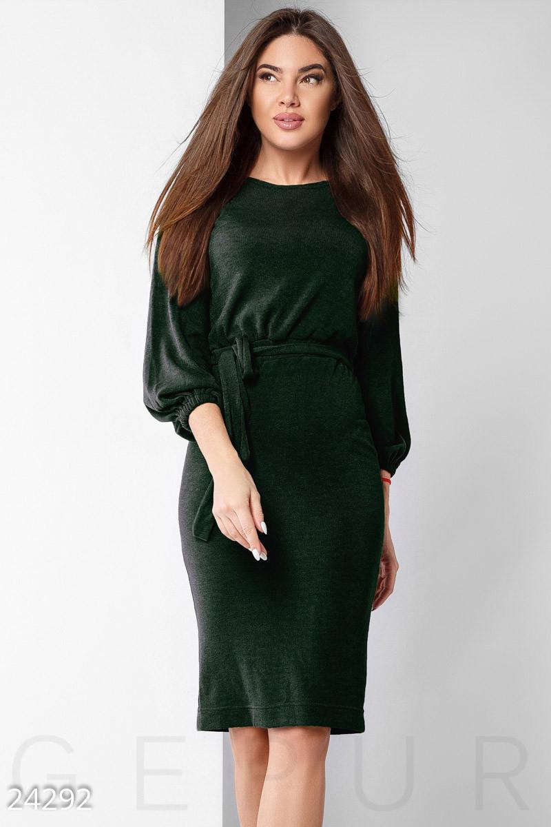 Теплое однотонное платье зеленое