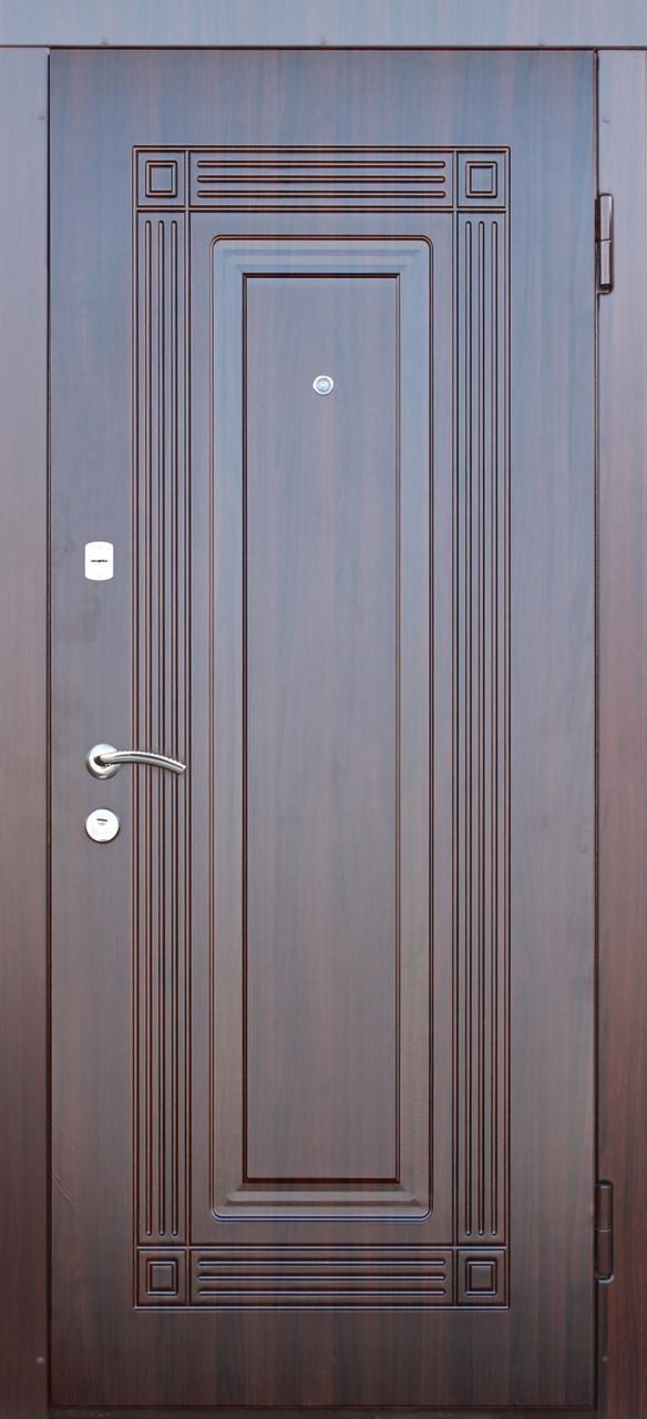 """Вхідні двері """"Порталу"""" (серія Люкс) ― модель Спікер"""