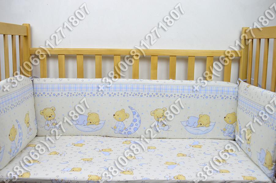 Детское постельное белье и защита (бортик) в детскую кроватку (мишка на месяце бежевый)