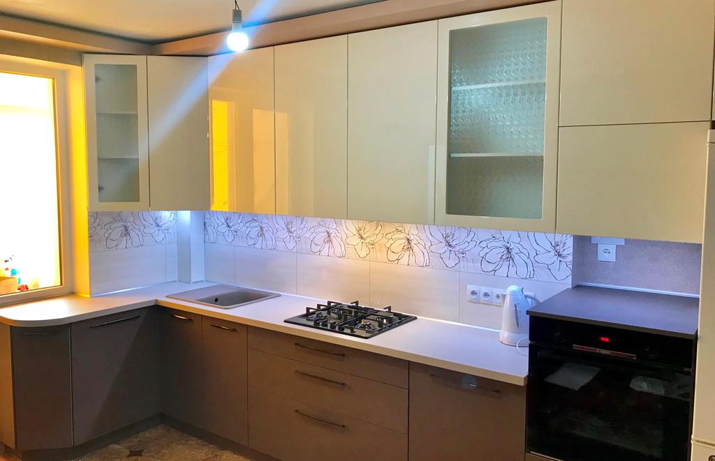 Кухня с фасадами SKIN + глянец