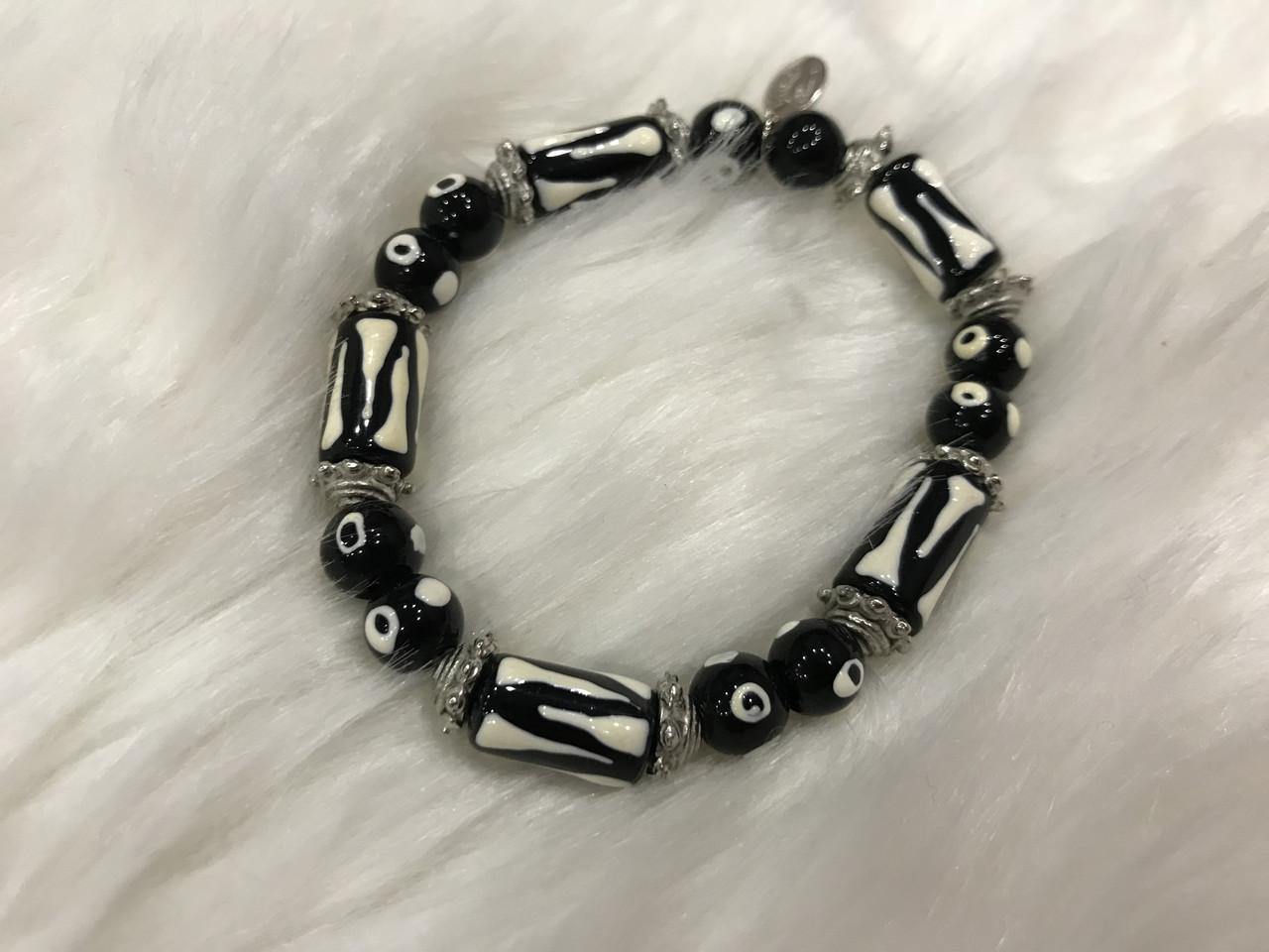 Чорно-білий браслет