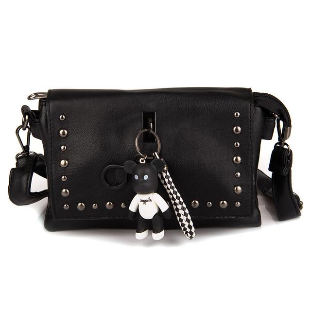 женская сумочка с брелком
