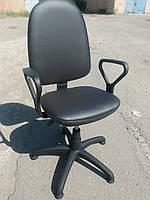Кресло офисное б/у. Модель с стопками. Кож.зам Цвет:черный.