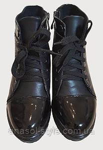 Ботинки женские с лаковыми вставками на шнуровку черные