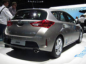 Передний бампер Toyota Auris E18 (12-15) (FPS), фото 2