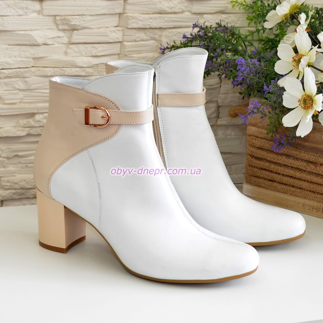 Женские кожаные демисезонные ботинки на невысоком каблуке, цвет белый/бежевый