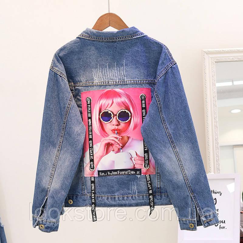 Женская джинсовая куртка с принтом на спине синяя