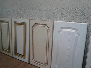 Варианты кухонных фасадов: пленка мдф разного цвета в фрезеровке разного типа.